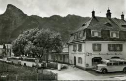 N°23881 -cpsm Gasthof Bayrischer Hof Oberammergau- Autocars- - Bus & Autocars
