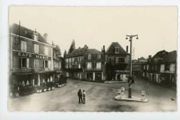 46 - MARTEL - Place Gambetta - CPM, Animée, état Parfait, Voir Scan - France