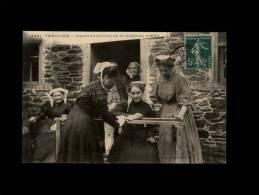 22 - TREGUIER - Jeunes Brodeuses En Dentelles Au Métier - 3691 - Tréguier