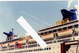 VRAIE PHOTO ARGENTIQUE  PAQUEBOT LE FRANCE NORWAY  Vue Des 2 Noms Et Des Cheminées Et Du Drapeau Norvégien En 1998 - Bateaux