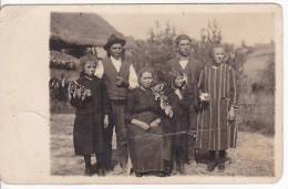 Ethnic Chile  Argentina ? Italy Inmigrant Family With Cherry Fruit Branch Real Photo RAJAR Original Postcard [WIN3_0230] - Culturas