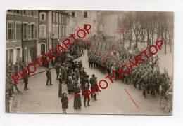 VIC SUR SEILLE-PARADE-TROUPE-CARTE PHOTO Allemande-Guerre-14-18-1WK-FRANCE-57-FRANKREICH-MILITAIRE-Militaria-Feldpost- - Vic Sur Seille