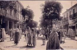 ALGERIE-SETIF-RUE SILLEGUE ET LA PORTE BISKRA-BELLE ANIMATION. - Constantine