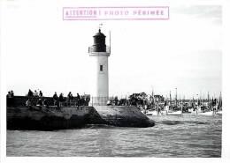 Photo -ref 192- Ile D Oleron - La Cotiniere- Le Phare -theme Phares  - Photo De Presse  Aout 1963- Photo Bon Etat  - - Lieux