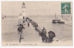 Le Tréport - La Jetée Et Le Phare(sextant Ou Bascule Ou Ascenceur Au Pied Du Phare, Bateau à Aube, Animée) Circulé 1913 - Lighthouses