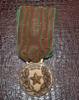 MEDAGLIA IN BRONZO GUERRA 1940 -1943 - Italia