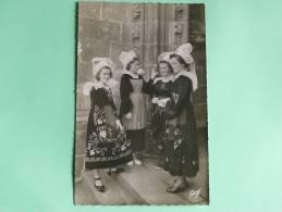 Costumes De QUIMPERLE - Quimperlé