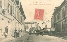 CPA      Bouloc  Avenue De Toulouse   (animée)      1954 - Frankrijk