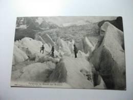 Alpinisti Tra I  Ghiacci Pyramides Au Glacier Des Bossons - Alpinisme