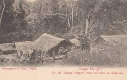 CPA CONGO  Forêts Du MAJUMBE  VILLAGE Indigène Animé CASES  ( Ed Visser ) - Congo Français - Autres