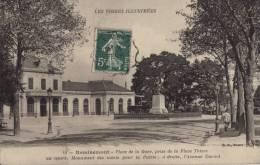 88 REMIREMONT - PLACE DE LA GARE PRISE DE LA PLACE THIERS AU CENTRE MONUMENT AUX MORTS - Remiremont