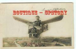 CARTE AQUA PHOTO MONTAGE - Aéroplane - Petit Garcon Dans Un Avion - Aviation - Little Boy - Dos Scané - Avions