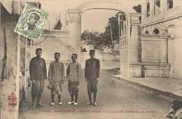 CAMBODGE, Phom Penh, Groupe De Gardiens Du Palais  255 - Cambodge
