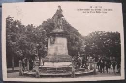 Cpa LUCON 85 Le Monument Aux Morts ( 1870 - 1871 ) Sur La Place Belle Croix - Lucon