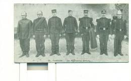 POMPIERS, Les Différentes Tenues ( Format Spécial!  Même Longueur Mais Moins Haute De 1,5cm Environ) - Sapeurs-Pompiers