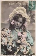 Fillette Aux Fleurs - Envoi D'une Petite  - Carte-photo. Voyagée. - Portraits