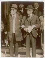PHOTO PRESSE UN DES DERNIERS INSTANTANES DE M. BOURGEOIS QUI VIENT DE MOURIR - Personnes Identifiées