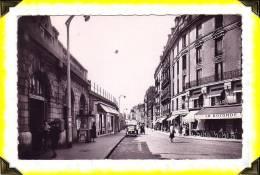 CP  N°28   Asnières  -  Place De La Gare .   92 Haut De Seine - Asnieres Sur Seine
