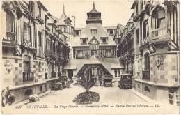CALVADOS 14.LOT DE 2 CARTES DEAUVILLE ENTREE DU NORMANDY HOTEL RUE DE L ECLUSE ET LE NEW GOLF - Deauville