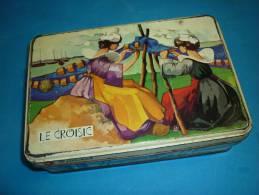 Ancienne Boite Gateaux FER  ST MICHEL 18X12 CMS HAUT 5.3CMS LE CROISIC - Boîtes