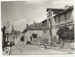 ALLIGNY-COSNE (Nièvre) L'Ecole - France