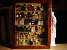 COLLECTION DE 55 MINIATURES PARFUM DANS BELLE VITRINE ( 36  PHOTOS ) - Fragrances