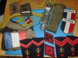 Lot Militaire FRANCE Couteau Ecussons Insigne Voir Photo - Equipement