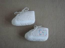 Chaussures Chaussons Bébé Coton éponge Blanc à Lacets Marque B&B. Voir Photos. - Shoes