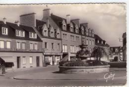 St-Hilaire-du-Harcouet..animée..place Du Bassin..café Du Havre - Saint Hilaire Du Harcouet