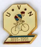 Pin's Centenaire U.V.N - 1891-1991 - Union Velocipédique Neubourgeioise - Le Neubourg (27) - Cycliste - B921 - Wielrennen