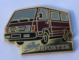 Pin's MERCEDES  REPORTER - Le Fourgon - Chapeau - Zamac - Sofrec - B965 - Mercedes
