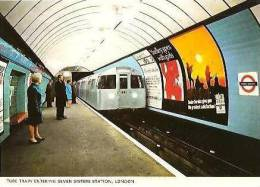 CPM - LONDRES - TUBE TRAIN ENTERING SEVEN SISTERS STATION - Edition Colourmaster - London