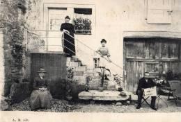 Arnans ? Devanture De Maison Avec Personnages. Lecteur Du Journal LYON - France