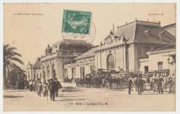 NICE : LA GARE P.L.M. - NOMBREUSES CALECHES - TRES ANIME - ECRITE 1909 - 2 SCANS - - Treinverkeer - Station