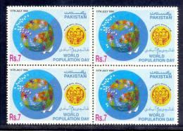 1994 PAKISTAN INTERNATIONAL YEAR OF FAMILY  BLOCK OF 4 UMM. - Pakistan