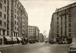 CPSM   MARSEILLE   Avenue Et Place Maréchal Foch  Avec Les Commerces - Canebière, Centre Ville