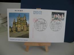 FDC - Le Château Porte Prinsipale - 35 Vitré - 24.9.1977 Coté 2 € (2013) - FDC