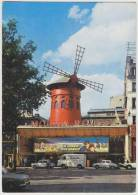 Paris - Moulin Rouge : CITROËN HY TUBE, RENAULT DAUPHINE + Western Movie-Neon 'Le Convoi Des Braves' - John Ford - Turismo