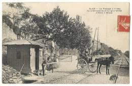 30 - ALAIS - LE PASSAGE A NIVEAU DE LA DEROUSSINE ET LA LIGNE FERREE D'ALAIS A NIMES - ATTELAGE - Other Municipalities
