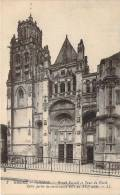 27 - Gisors - Cathédrale, Grand Portail Et Tour Du Nord (tampon 74e Régiment D'infanterie) - Gisors