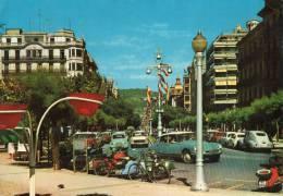 Espagne. SAN SEBASTIAN. Avenida De Espana. Nombreuses Automobiles Anciennes Française Dont DS En Premier Plan... - Espagne