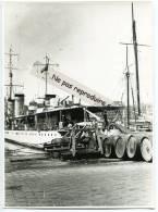-  MARSEILLE - Grande Photo, Vieux Port, Navire De Guerre, Tonneaux, Marine Nationale, Reproduction, Splendide,  TBE. - Reproductions