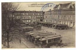 Sainte Menehould,la Place D'Austerlitz En 1915.Stationnement Des Omnibus. - Sainte-Menehould