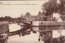 Vilvorde Le Pont Brulé Et Le Monument Tresignies - Vilvoorde