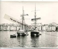 -  MARSEILLE - Grande Photo, Vieux Port, Bateaux Voiliers Italien De  Livorno, Ancienne, Reproduction, Splendide,  TBE. - Reproductions