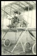 Lot De 2 CPA. M. Roger Sommer à Son Poste De Vol .../  Roger Sommer En Plein Vol...Camp De Châlons  App. Farman ... - ....-1914: Precursores