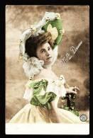 Portrait Photographique Colorisé De Mlle Daume Avec Capeline - Actrice - Dos écrit/timbré En 1905 - Artistes