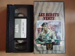 LES BERÊTS VERTS  VHS CASSETTE - Documentaire