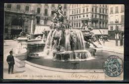 FRANCE 69.CPA.RHÔNE. LYON.CIRCULÉE 1907.ANIMÉE.LA FONTAINE BARTHOLDI - Lyon