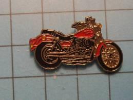 (pin1012a) Pin´s Pins De Collection : Thème MOTOS / MOTO ROUTIERE ROUGE ET NOIRE     Marquage Au Dos : ----------   Très - Motos